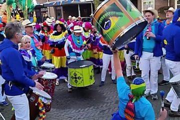 Outra Vez tijdens carnavalsoptocht Balgoij